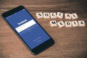 Goedkope autoverzekering dankzij Facebook? Mark Zuckerberg zegt nee!